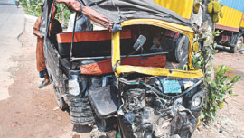 Three-wheeler collided with bus
